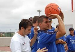 mecanica-de-tiro-en-baloncesto-entrenador-y-jugador
