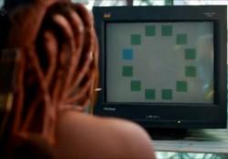 Un namibio participa en un experimiento sobre la percepción del color