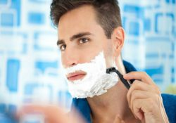 Afeitarse_el_rostro